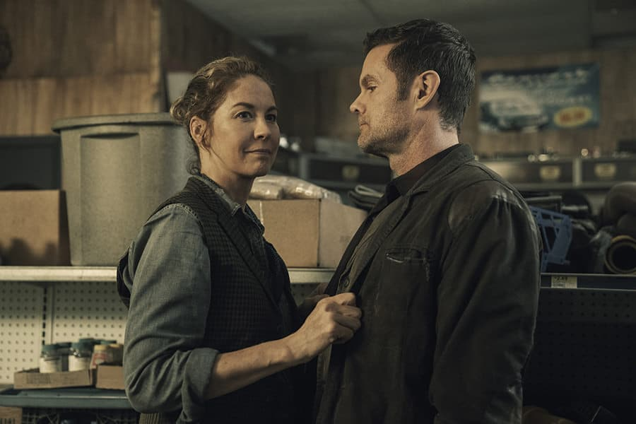 Jenna Elfman and Garret Dillahunt as June and John Dorie on Fear the Walking Dead Season 5- Photo Credit: Ryan Green / AMC